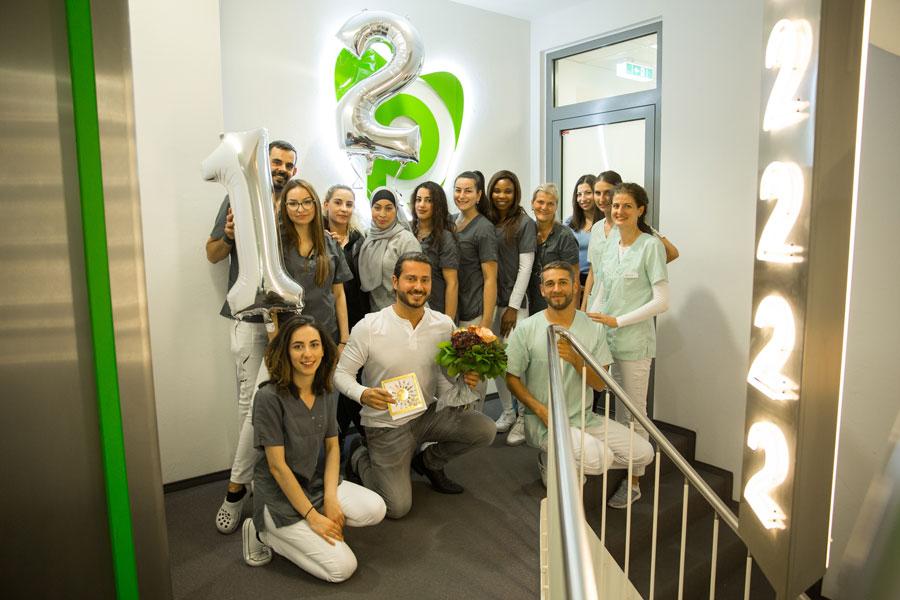 Die Zahnarztpraxis Dr. Pantas feiert 12-jähriges Jubiläum